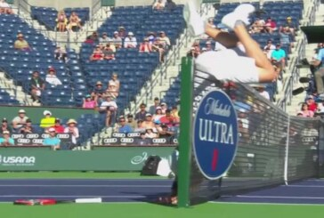 Tennis, Indian Wells: Fish rimane incastrato a rete [VIDEO]